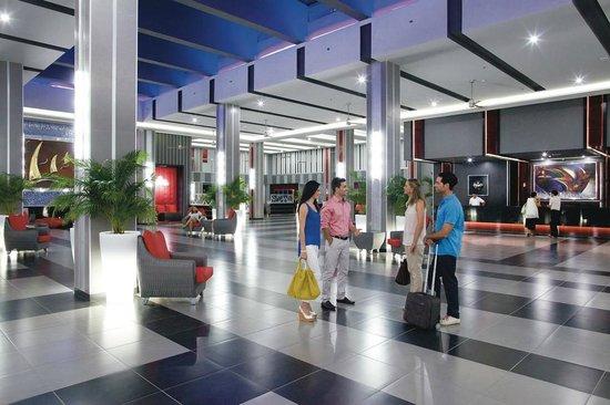 Hotel riu playa blanca updated 2018 prices reviews for Habitacion familiar riu playa blanca