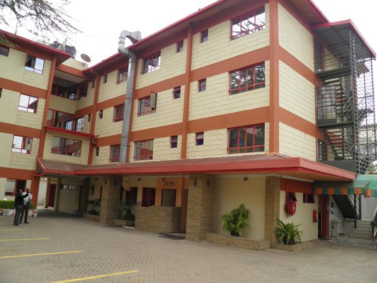Jupiter Guest Resort Langata: Hotel grounds