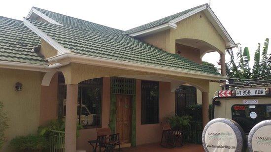Korona House: Entrance