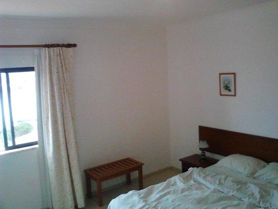 Don Tenorio Aparthotel : Schlafzimmer mit Kofferablage