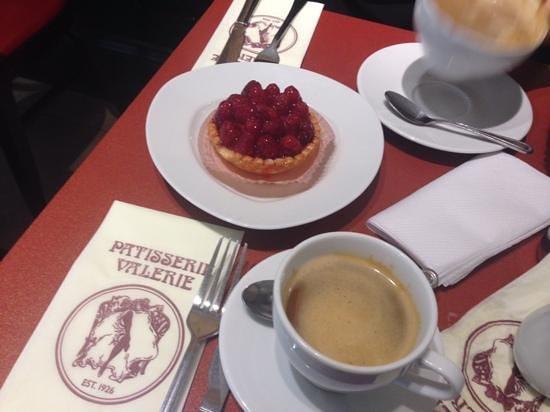 Patisserie Valerie: raspberries cake
