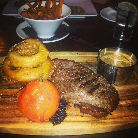 Fratello's: 10oz rump steak