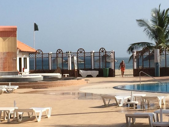 Laico Atlantic Banjul Hotel: Ground floor, view from the bedroom