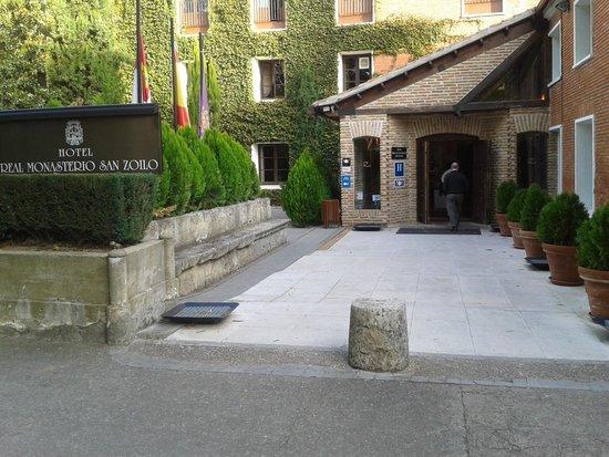 Hotel Real Monasterio de San Zoilo: San Zoilo, entrada