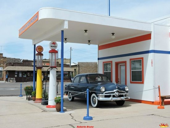 Pete's Rt 66 Gas Station Museum: Distributore-store-museo
