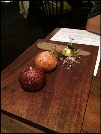 De Kloof Restaurant: bread for the table