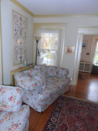 Mermaid Inn of Mystic: Sitting room