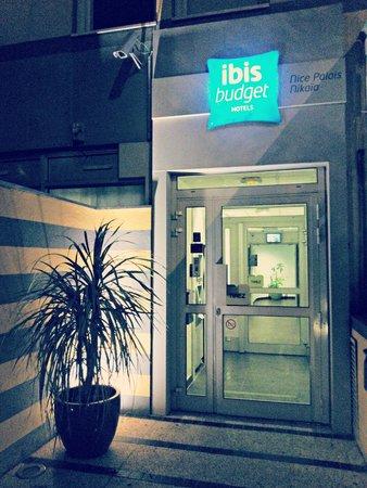 Ibis Budget Nice Palais Nikaia : Entrée de l'hôtel.