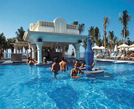 Hotel Riu Vallarta: Pool bar