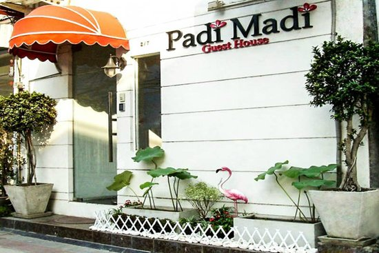Entrance Padi Madi Guest House Bangkok