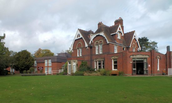 Hallmark Hotel Stourport Manor: General view of the main hotel front
