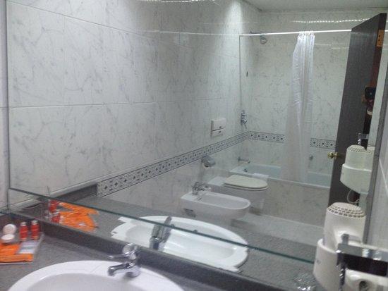 Landmark Amman Hotel & Conference Center : Bathroom