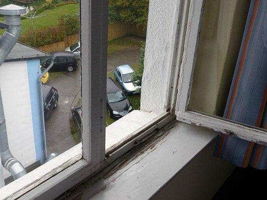 Hotel Xenia: Ein Fenster,wie es nicht sein sollte