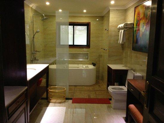 Exceptional Mayfair Lagoon: Bathroom