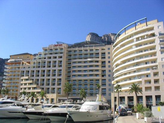 Riviera Marriott Hotel La Porte de Monaco: Hotel from the Harbor