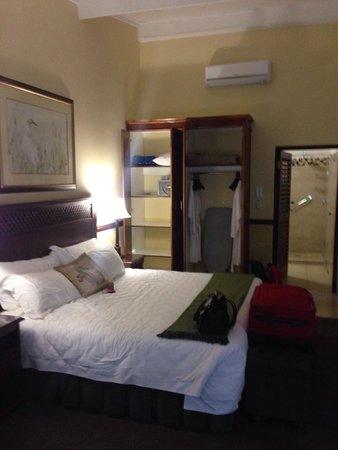 بروتيا هوتل رانش ريزورت: King bed in the executive suite