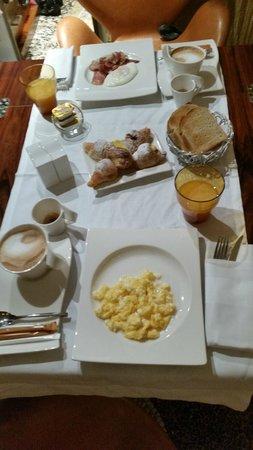 Residenze Suite Sistina: Breakfast