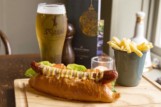 Queens Arms: Hot-dog