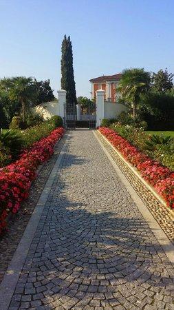 Palace Hotel: Vialetto di ingresso