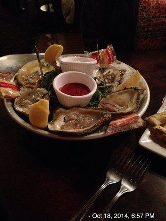 Redwood Lodge: Oysters on the half-shell