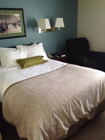 Candlewood Suites Washington, Dulles Herndon : ベッド