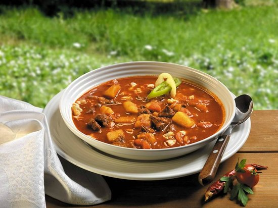 Chefparade Cooking School: Goulash- classical- red, thick and spicy