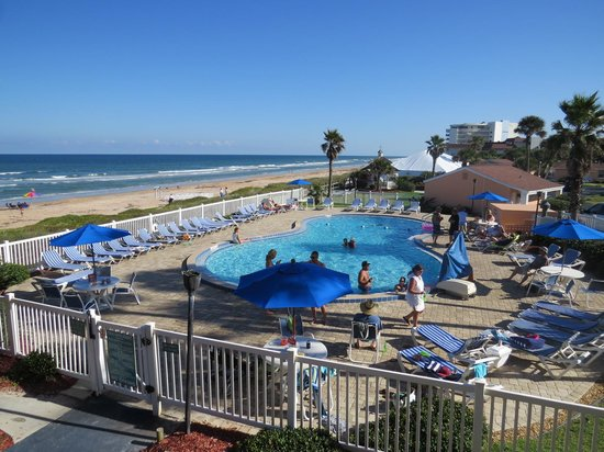 Coral Sands Inn & Seaside Cottages Ormond Beach: Looking off 2nd floor balcony