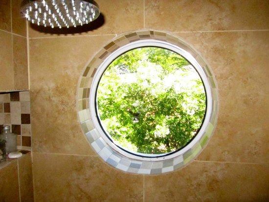 Avatara Guest House: A green shower