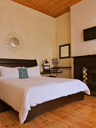 Avatara Guest House: 1800's Oregon Pine floors and ceilings