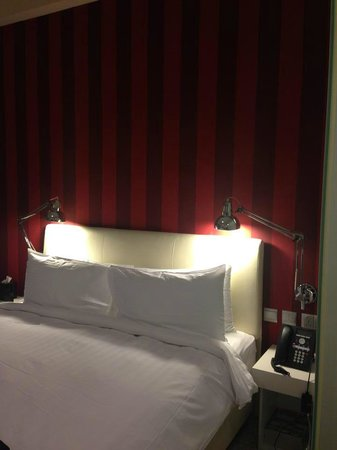 Hotel Innotel: very clean room and comfortable bed
