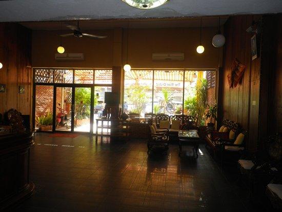 Budchadhakham Hotel: The lobby.