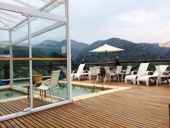 Pousada Terraco Penedo: Vista da piscina