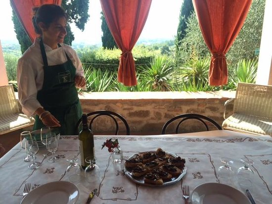 Cooking in Toscana : Tze'ela, our lovely hostess!