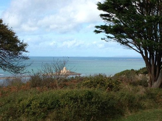 Ocean Restaurant: View from driveway