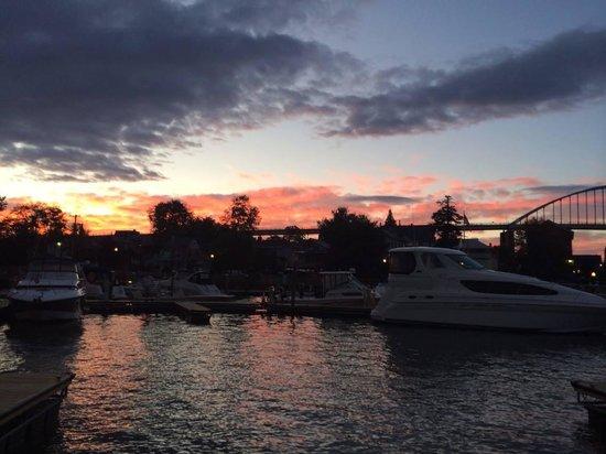 Chesapeake Inn Restaurant and Marina: Nighttime on the C&D