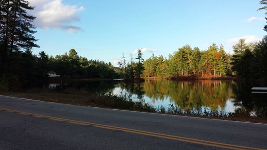 Madison, NH: The pond - view from the street by the main inn
