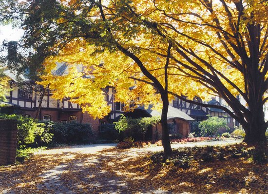 Gramercy Mansion during fall