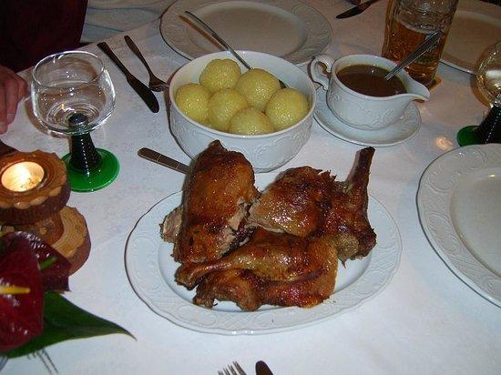 Breitenbrunn, Jerman: Spezialität der Hauses gegrillte Ente