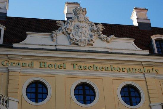 Hotel Taschenbergpalais Kempinski: Outside grounds