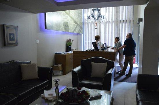 Areos Hotel: Ресепшн