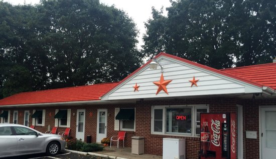 Christiana, PA: Motel Entrance and Lobby with Lancaster County Barn Stars