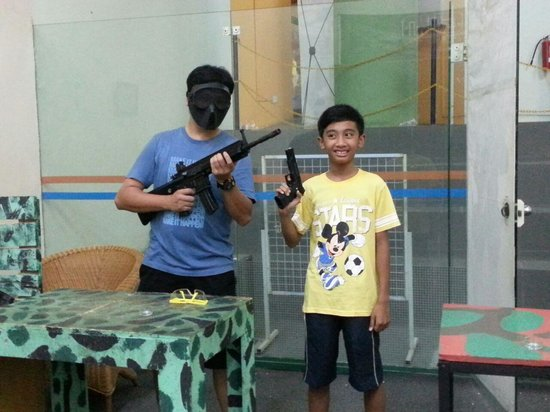 HARRIS Resort Batam Waterfront: air gun play