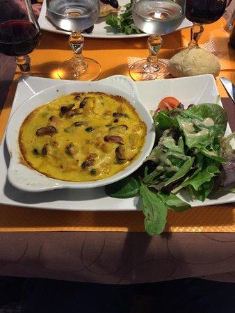 Hotel Concorde: Cassolette de fruit de mers, au curry. En entrée.