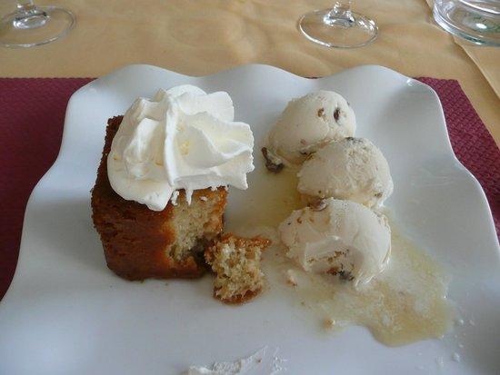 Restaurant Italien des Arcades: The stunning Rhum Baba dessert I ate
