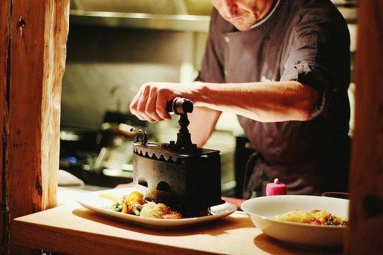 Le fameur fer repasser picture of pierre bois et feu for Amenagement cuisine restaurant