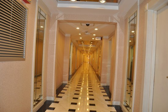 Holiday Inn Downtown Beijing: Corriodor