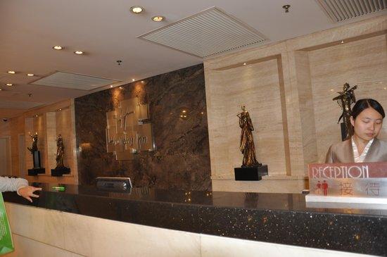 Holiday Inn Downtown Beijing: Reception