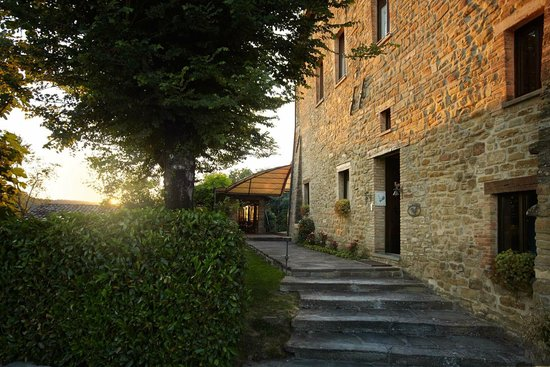 Locanda del Gallo: The last light of the day getting in