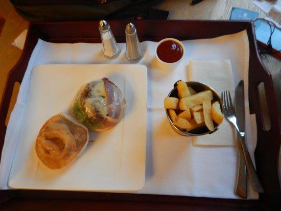 Malone Lodge Hotel & Apartments: Tasty room service