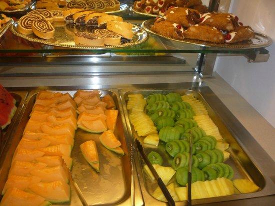 Frutta e dolci foto di ristorante oz roma tripadvisor for Dolci tipici di roma